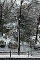 Square Samuel-de-Champlain (Paris) sous la neige, vu depuis l'avenue Gambetta 02.jpg