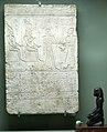Stèle van de priester Peteimoethes, offerend aan Chonsoe, Moe en Anat (Allard Pierson museum, Amsterdam ~200bc) (4014077957).jpg