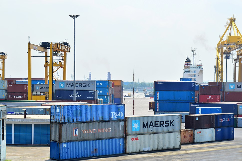Stacking Intermodal container in Port of Chittagong (18)