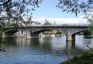 Staines Bridge bridge in United Kingdom