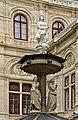Statue fontaine opéra Vienne.jpg