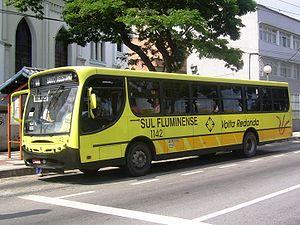 Ônibus urbano padronizado com as cores de Volta Redonda