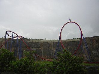 Superman: Krypton Coaster - The ride's vertical loop and mid-course helix