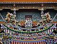 Taipeh Guandu Temple Vordach 2.jpg