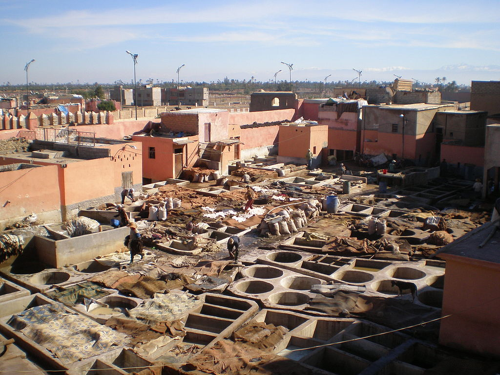 Paysage de tanneries à Marrakech. Photo de Hector Garcia.