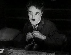 El actor en La quimera del oro (1925)