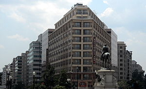 Thomas Circle - The equestrian bronze of Major General George Henry Thomas in its urban context