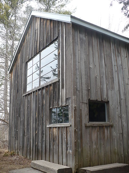 File:Tom Thomson cabin at McMichael.JPG