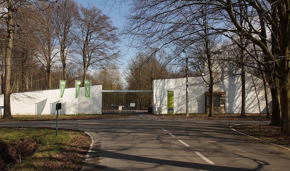 Ingang van Diocesaan centrum Groenhove in Torhout