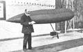Torres Quevedo y su dirigible.png