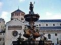 Trento Piazza del Duomo Fontana del Nettuno 12.jpg