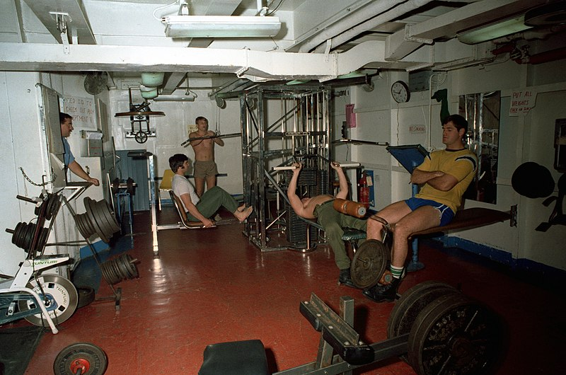 Ficheiro:USS Enterprise (CVN-65), exercise room.jpg