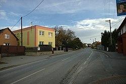 Uhlířov, hlavní silnice.jpg