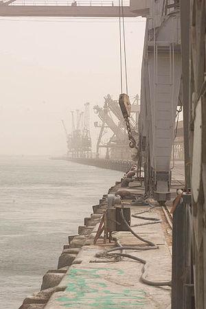 Umm Qasr - Cranes at Umm Qasr await cargo.
