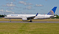 United Airlines, Boeing 757-224(WL), N12109 (17976721253).jpg