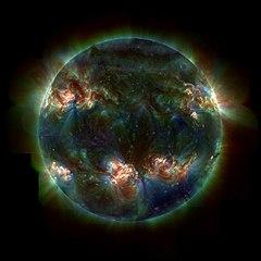 Citra ultraviolet dari fotosfer aktif Matahari, hasil tangkapan teleskop TRACE oleh NASA.