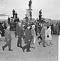 V.l.n.r. premier Marijnen, koningin Juliana, prins Bernhard, prinses Christina e, Bestanddeelnr 916-3194.jpg
