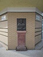 Vajk - István domborműves emléktábla (2003), Liszt Ferenc utca, 2018 Újpest.jpg
