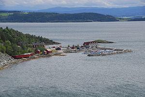 Vangshylla - View of Vangshylla as seen from Skarnsund Bridge