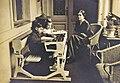 Varsányi Irén a gyermekeivel (Gárdonyi Miksa, 1912).jpg