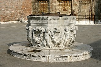 Puteal - Puteal with bas-relief in the Campo S. Giovanni e Paolo, Venice.