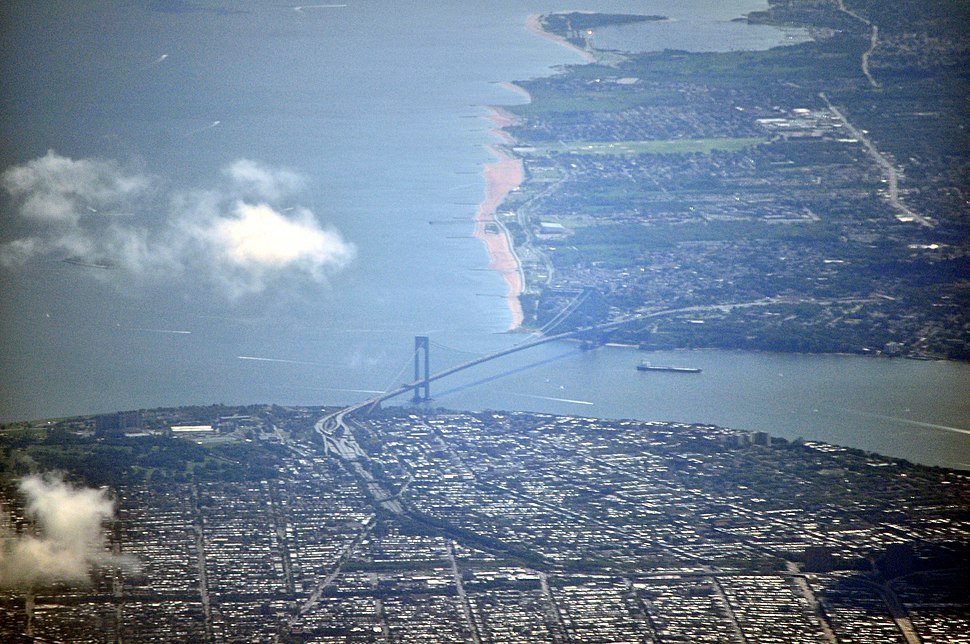 ‪Aerial view of the Verrazano-Narrows Bridge, one of the world's longest suspension bridges, connecting Brooklyn, foreground, to Staten Island, in the background, across The Narrows.‬