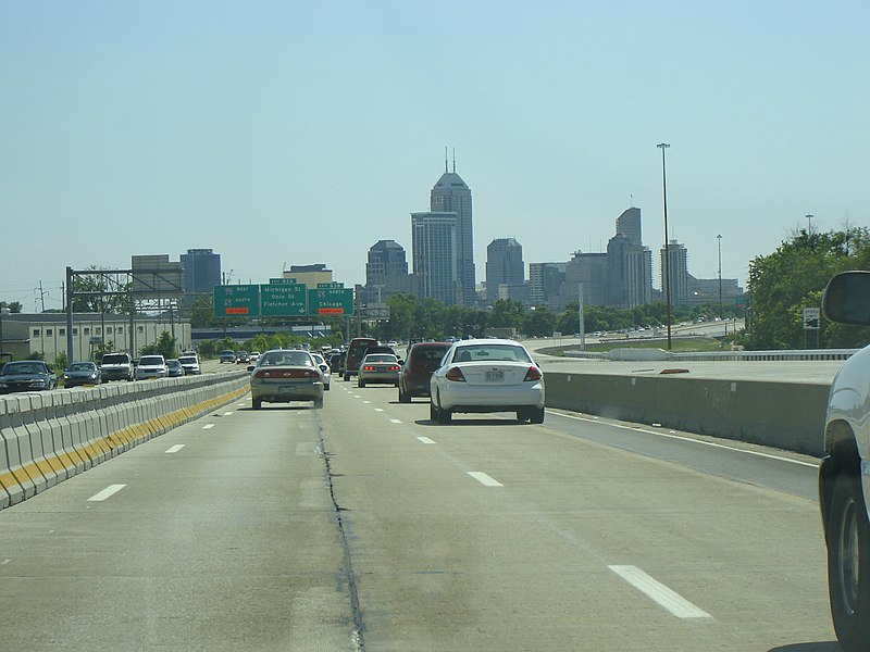 View of downtown Indianapolis from I-70.jpg
