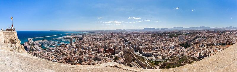Archivo:Vista de Alicante, España, 2014-07-04, DD 67-70 PAN.JPG