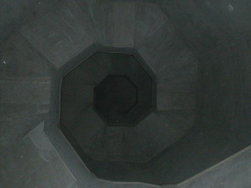 File:Vista interna faro de pampatar - panoramio.jpg