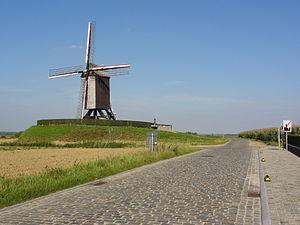 English: Huisepontweg road and the Schietsjamp...