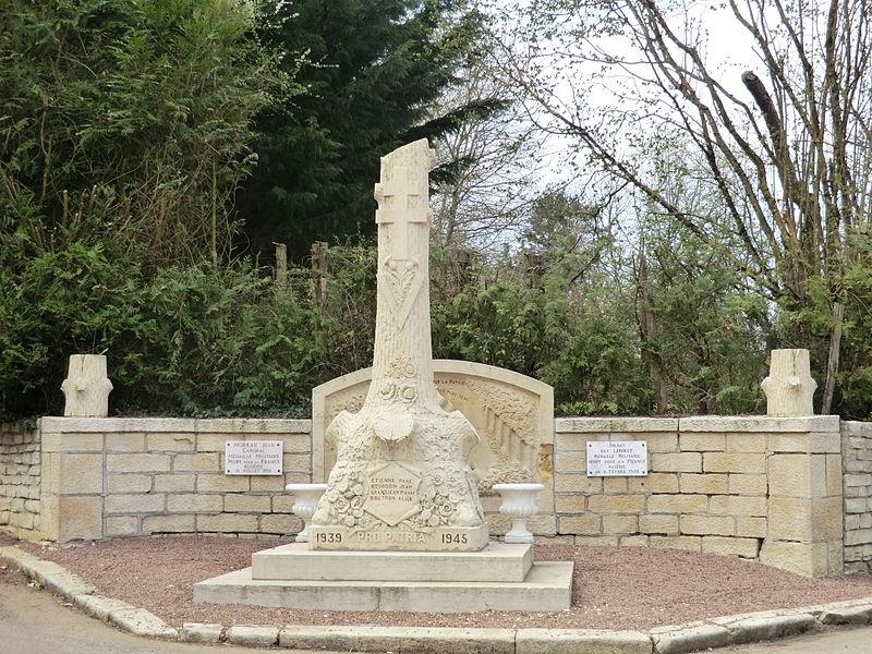War memorial at Étais-la-Sauvin.