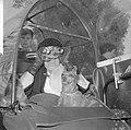 Wereld Dierendag 1965, de paarden krijgen eten bij Hilton-hotel van Ada Kok , de, Bestanddeelnr 918-2698.jpg
