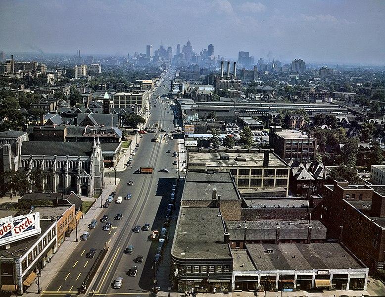 File:Woodward Ave Detroit 1942.jpg