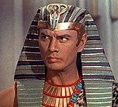 Ramses II (Yul Brynner) in I dieci comandamenti (1956).