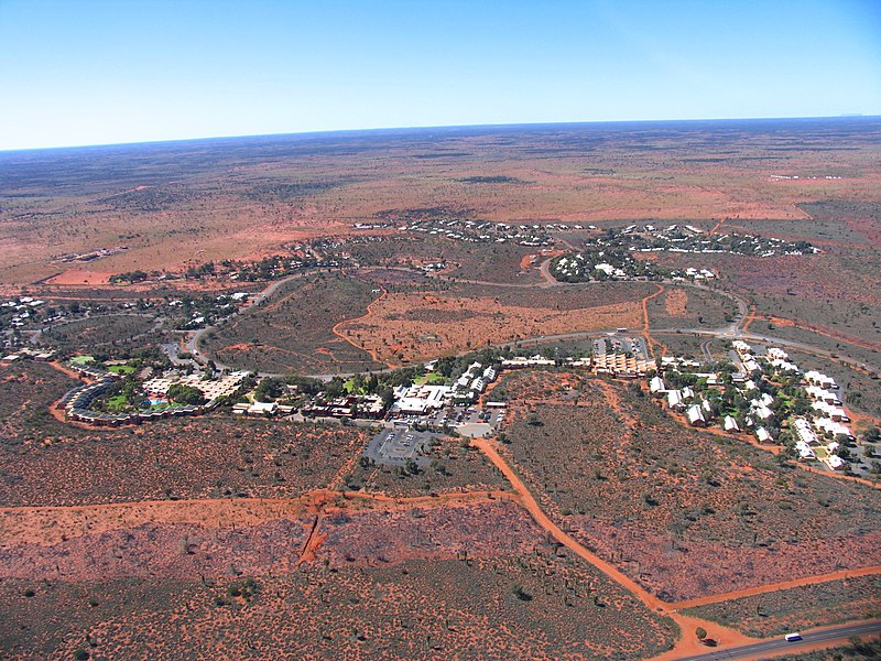 File:Yulara from helicopter (August 2004).jpg