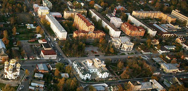 http://upload.wikimedia.org/wikipedia/commons/thumb/6/66/Zvenigorod-centr.jpg/640px-Zvenigorod-centr.jpg?uselang=ru