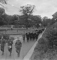(Vrijwillig) Vrouwen Hulp Korps marcheert, Bestanddeelnr 935-2470.jpg