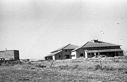 הקמת אוהלו 1945 - iפייקלה קב כנרתi btm13673.jpeg