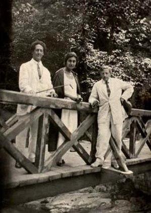 Alexandre Tsutsunava - Image: ალექსანდრე წუწუნავა, ქეთევან მაღალაშვილი, დიმიტრი შევარდნაძე. 1930 წ