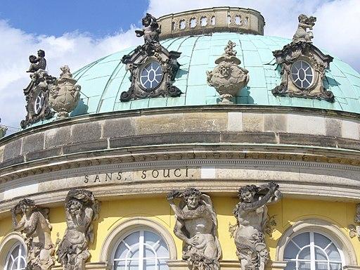 1013.Die mit Bachanten und Bachantinnen beschmückte Südfassade des Schlosses Sanssouci(1745-1747)