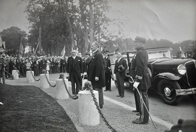 File:1932 Caen visite du président Lebrun et André Maire (2).JPG