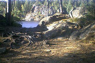 Gömmaren - Cliffs and roots by Lake Gömmaren.