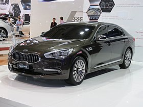 2012 Kia Quoris (KH) sedan (2012-10-26).jpg