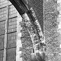 2e westelijke luchtboog zuidzijde ledesteen (verweerd 17e eeuw) zandsteen goed - Dordrecht - 20061123 - RCE.jpg