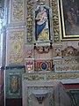 4274.Die Barocke Ausstattung zieht vor allem der geschnitzte Chor sowie die reichen und farbenfrohen Altäre und Altaraufsätze auf sich.Saint Thegonnec.JPG