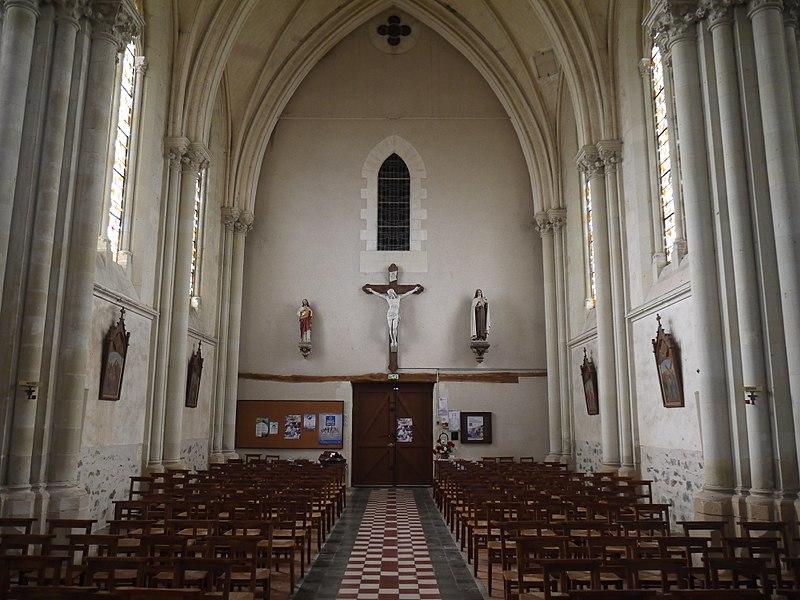 La nef vue du chœur.