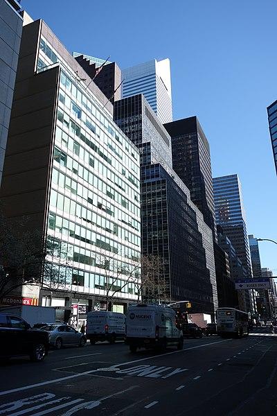 File:50th St 3rd Av td 18 - 830 Third Avenue.jpg