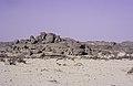 ASC Leiden - van Achterberg Collection - 16 - 09 - Rochers en route à Mertoutek - Ahaggar, Algérie - Avril 1991.jpg