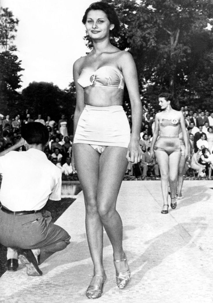 A young Sophia Loren, aged 15, at a beauty contest in Naples, Italy