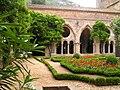 Abbaye Fontfroide cloitre 03.jpeg
